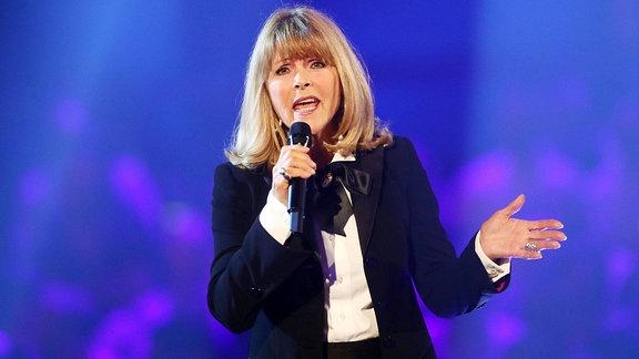 Sängerin Lena Valaitis während der ARD Fernsehshow Heimlich - Die große Schlager