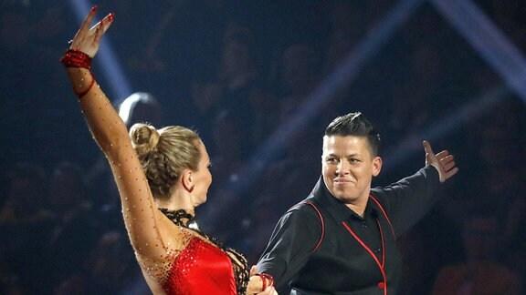 Ein tanzendes Paar.