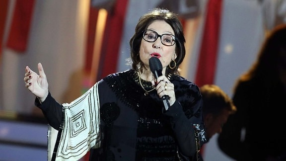 Nana Mouskouri bei der Carmen Nebel Show im Berliner Velodrom