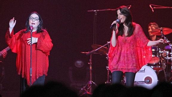 Nana Mouskouri und ihre Tochter Lenou beim Konzert im HCC