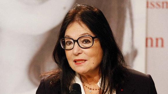 Nana Mouskouri, stellt ihre Autobiografie Stimme der Sehnsucht - Meine Erinnerungen im Berliner Kulturkaufhaus Dussmann vor.