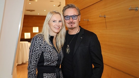 Nik P. mit Freundin Karin