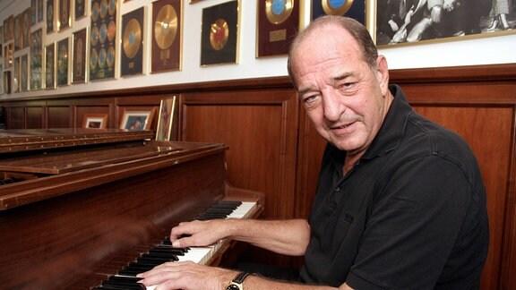 Ralph Siegel am Klavier