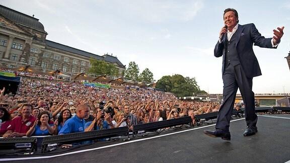 Roland Kaiser singt am Freitagabend (03.08.12) bei den Filnächten am Elbufer in Dresden