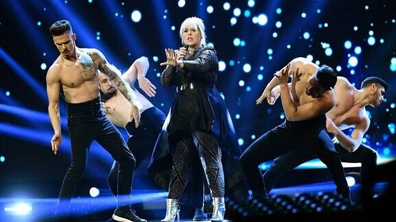 Maite Kelly und die TV Startänzer performan den Song 'Jetzt oder nie'.