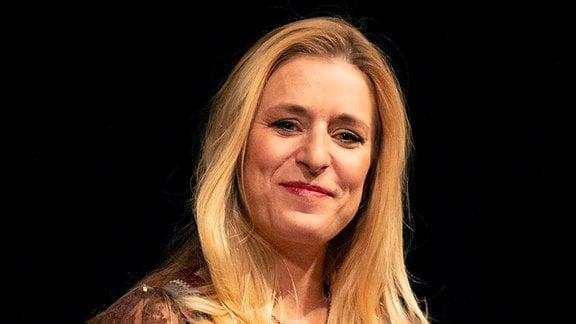 Stefanie Hertel beim Familienkonzert Märchenhafte Weihnacht 2020 in der Alten Oper.