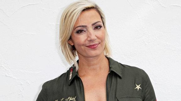Sängerin Tanja Lasch während der ARD - Unterhaltungsshow Immer wieder Sonntags im Europapark Rust.