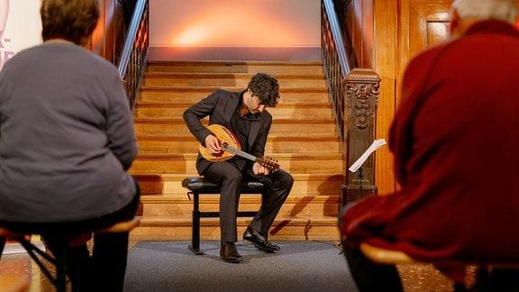 Mandolinist Avi Avital beim Konzert in den Saalfelder Feengrotten