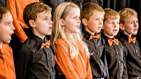 Kinder des MDR KINDERCHORES singen.
