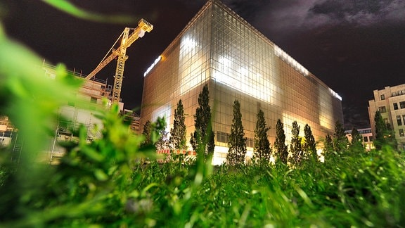 Museum der Bildenden Künste in Leipzig bei Nacht während des MDR MUSIKSOMMERS 2015