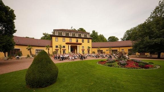 Bei sommerlichen Temperaturen bot das Hofmarschallamt eine traumhafte Kulisse für das Open-Air-Konzert im Rahmen der MDR-Musiksommers.