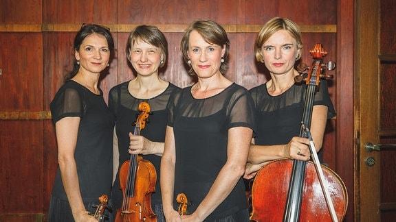 Die vier Damen des Klenke Quartetts mit ihren Streichinstrumenten im Diakonissen-Mutterhaus Elbingerode