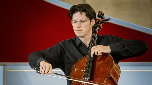 Der Cellist Daniel Müller-Schott beim Konzert der MDR-Musiksommer Sonderausgabe am 26. Juli 2020 im Kultur- und Kongresszentrum Gera.