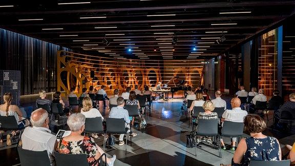 Francesco Tristano beim Konzert im Bauhaus Museum Dessau