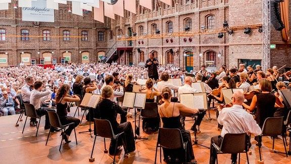 Das MDR-Sinfonieorchester in Freyburg: Blick von der Bühne in den Zuschauerraum