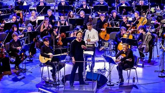MDR-Sinfonieorchester und Kristjan Järvi mit Solisten (Vlatko Stefanovski, Gitarre | Theodosii Spassov, Kaval-Flöte | Miroslav Tadić, Gitarre)