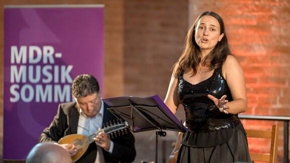 Sopranistin Nurial Rial und das Ensemble Artemandoline