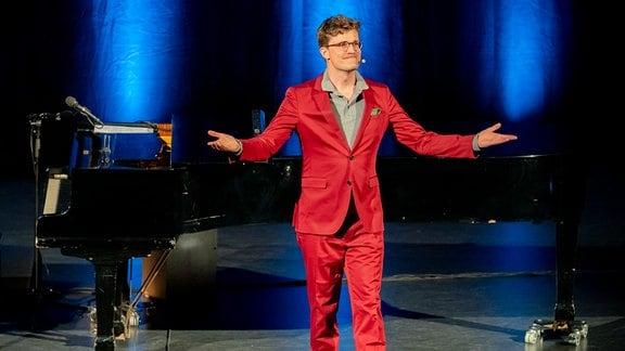 Bodo Wartke bei seinem Auftritt in Pößneck im MDR-Musiksommer.