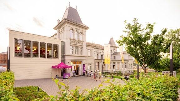 Das Schützenhaus in Pößneck vor einer Veranstaltung im MDR-Musiksommer.
