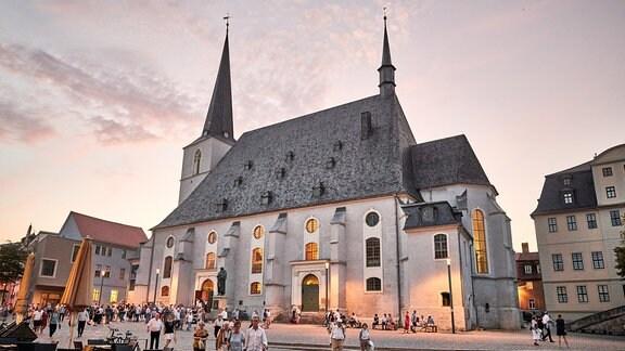 Die Herderkirche Weimar im Abendrot nach dem Konzert der Academy of St Martin in the Fields beim MDR-Musiksommer.