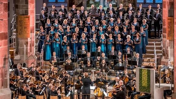 Beim MDR MUSIKSOMMER in Schneeberg standen MDR-Sinfonieorchester, MDR-Rundfunkchor sowie die Solisten Joanne Marie D'Mello (Sopran), Manja Eckert (Alt), Nico Eckert (Tenor), Steven Klose (Bass) auf der Bühne. Am Pult in der Kirche St. Wolfgang stand Risto Joost.