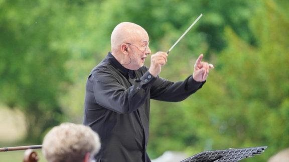 Eröffnungskonzert MDR-Musiksommer in Hoyerswerda: Dennis Russell Davies dirigiert.30.09