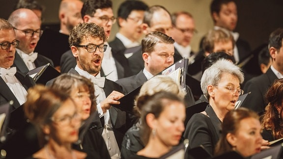 Der MDR RUNDFUNKCHOR singt die c-Moll-Messe von Mozart zum Eröffnungskonzert des MDR MUSIKOMMERS 2017 im Erfurter Dom.