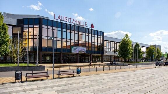 Die Lausitzhalle in Hoyerswerda