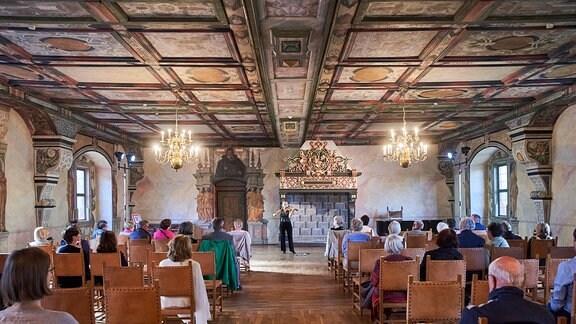 Violinistin Julia Fischer beim MDR-Musiksommer-Konzert auf Schloss Wilhelmsburg in Schmalkalden