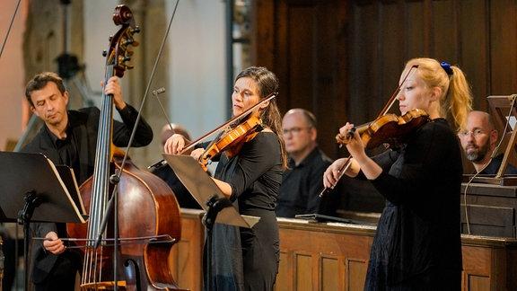 Drei Streicher beim Eröffnungskonzert der MDR-Musiksommer Sonderausgabe in Erfurt