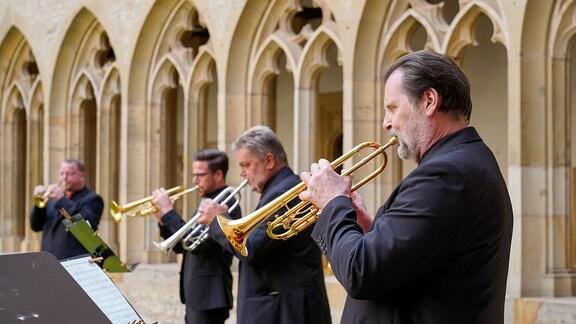 Trompeter des Blechbläserensembles aus den Reihen des MDR-Sinfonieorchesters beim Eröffnungskonzert der MDR-Musiksommer Sonderausgabe im Erfurter Augustinerkloster