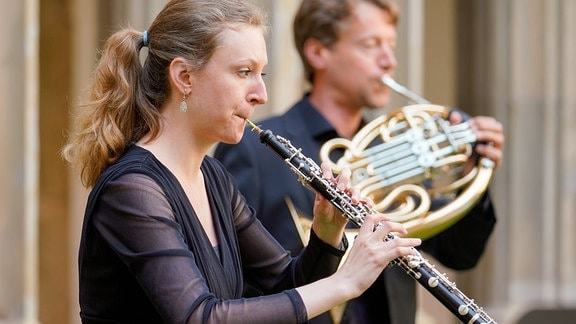 Oboistin und Hornist beim Eröffnungskonzert der MDR-Musiksommer Sonderausgabe in Erfurt