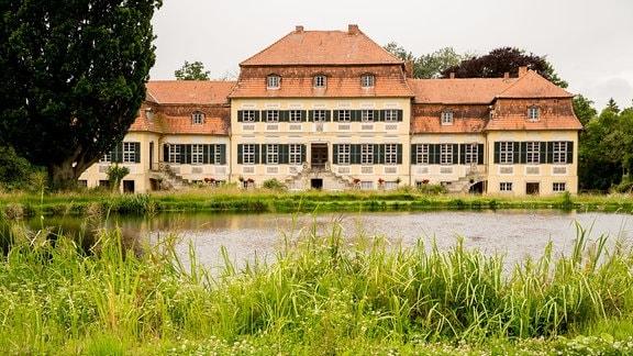 Außenansicht des Gutshauses auf dem Gutshof Seggerde.