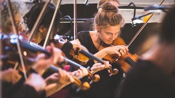 MDR-Musiksommer-Konzert in Weißensee mit MDR-Sinfonieorchester, Anastasia Kobekina (Violoncello) und Marie Jacquot (Dirigentin).