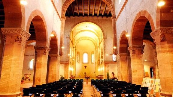 Innenansicht der Stiftskirche St. Peter in Petersberg.