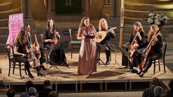 Das Gamben-Ensemble Sirius Viols und Sopranistin Hannah Medlam bei ihrem Konzert im Naumburger Dom beim MDR MUSIKSOMMER.