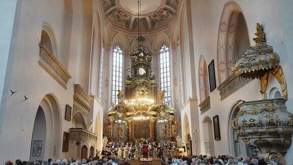 Die MDR-Ensembles in der Stadtkirche St. Wenzel beim MDR-Musiksommer-Konzert in Naumburg