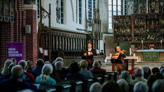 Valer Sabadus (Countertenor) und Axel Wolf (Laute) beim Konzert in Salzwedel.