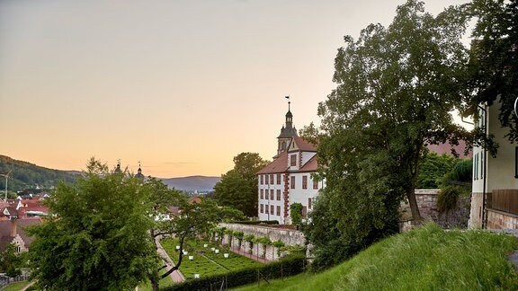 Schloss Wilhelmsburg in Schmalkalden, seitliche Ansicht im Abendlicht