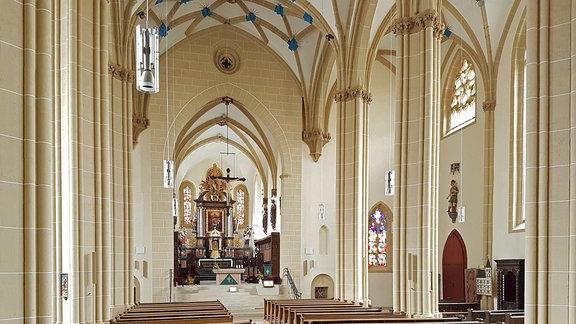 """Innenansicht des Doms """"Zum Heiligen Kreuz"""" in Nordhausen."""