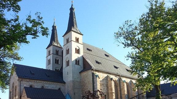 """Außenansicht des Doms """"Zum Heiligen Kreuz"""" in Nordhausen."""