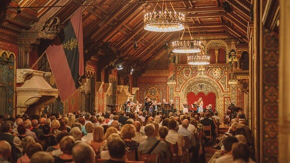 Die Kammersymphonie Leipzig beim Konzert im Festsaal der Wartburg.