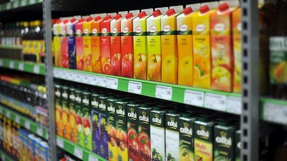Verschiedene Fruchtsäfte in Tetrapacks