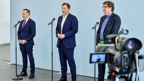 Volker Wissing (FDP), Lars Klingbeil (SPD) und Michael Kellner (Bündnis90/Die Grünen) beim Pressestatement