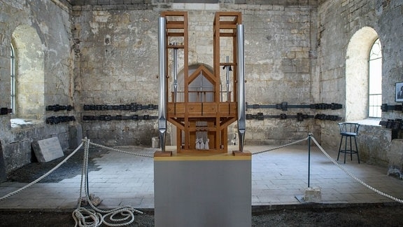 Die Orgel der John-Cage-Orgel-Stiftung Halberstadt im Inneren der Burchardi-Kirche