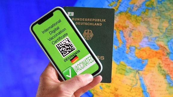 Ein europaweit anerkannter Nachweis soll Geimpften bald weitgehende Freiheiten ermoeglichen.
