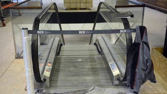 Rolltreppe im Flughafens Berlin Brandenburg Willy Brandt BER.
