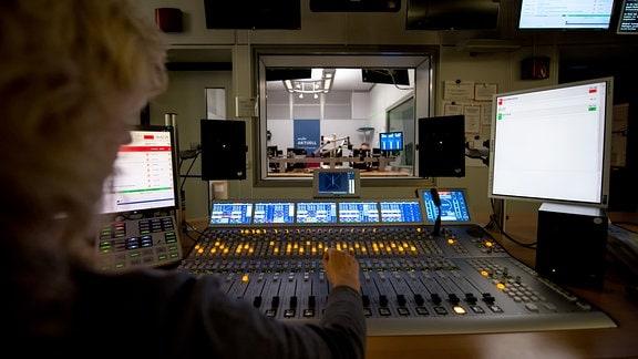 Hörfunk-Studio Halle nachts