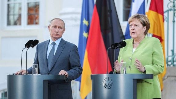 Merkel und Putin nach ihrem Treffen auf Schloss Meseberg