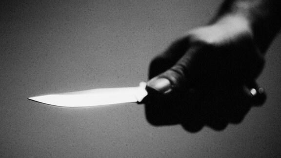 Hand mit Messer